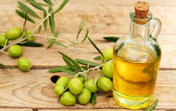 Use olive oil to make brows grow out long and thicker